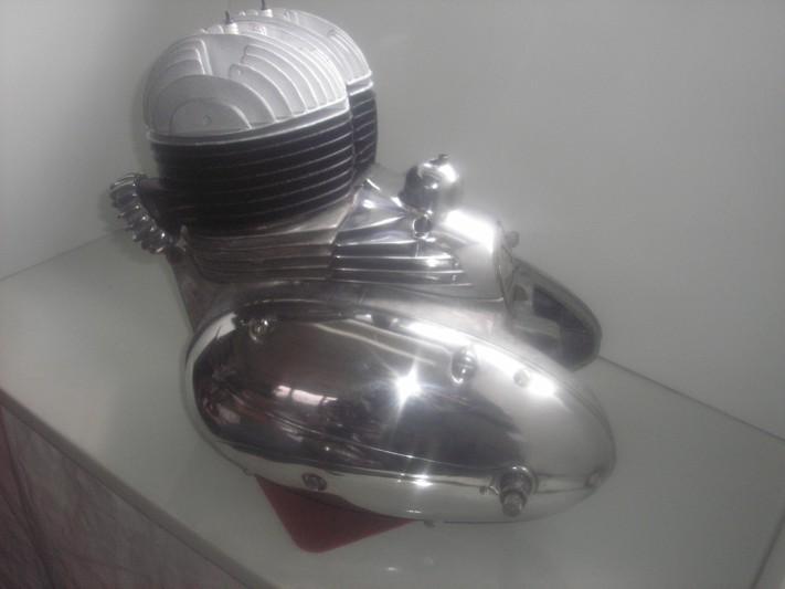 1motor J350