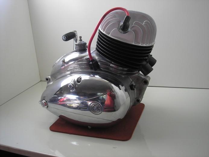 motor CZ125C (9)